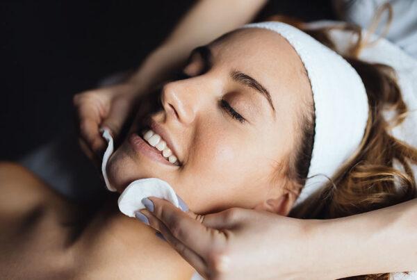 Trattamento anti macchie della pelle | Il trattamento New Light Viso è pensato proprio per curare le macchie della pelle causate dal sole.